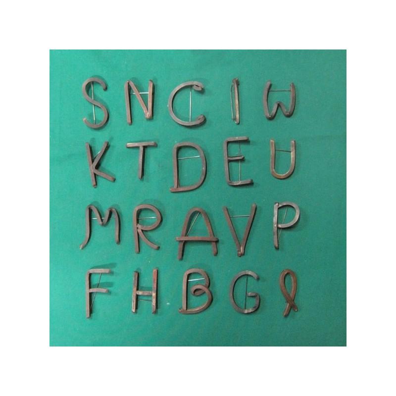 Buchstaben Broschen